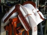 silla de montar vaquera grabada manta iniciales guarnicioneria bejar